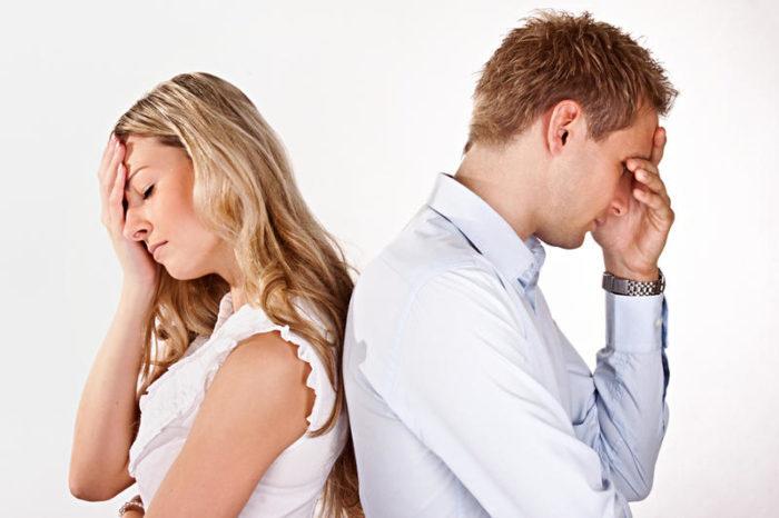 мужчина и женщина недовольные