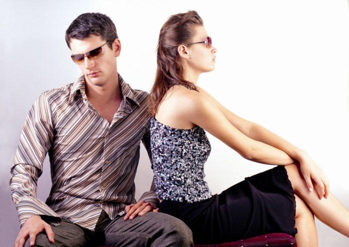 парень и девушка обижены