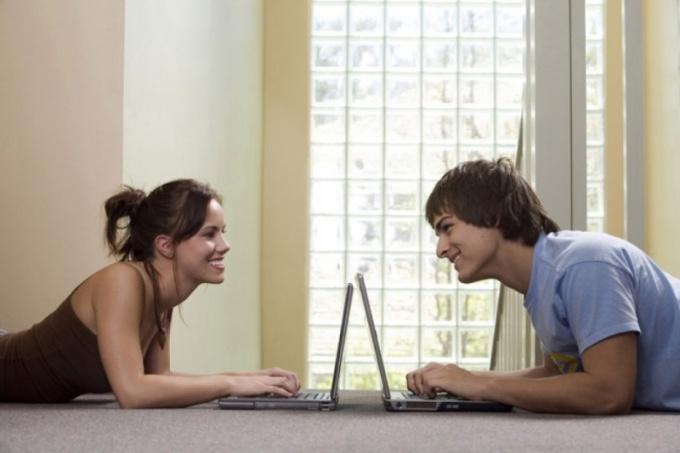 пара за ноутбуками